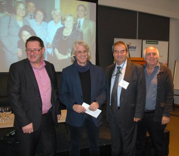 Yves Turbide, de l'AAOF, avec l'auteur Claude Guilmain, le président Valéry Vlad et le directeur général Paul Savoie du Salon du livre de Toronto.