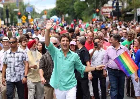 Justin Trudeau participe activement aux défilés de la fierté LGBT.
