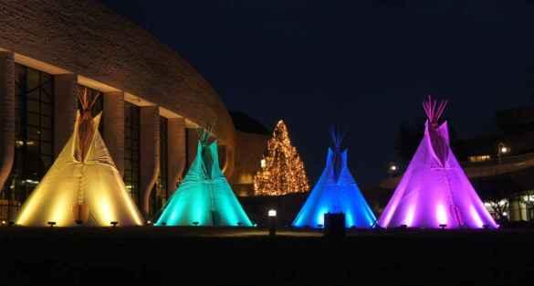 Les tipis illuminés (Photo: Musée canadien de l'histoire)