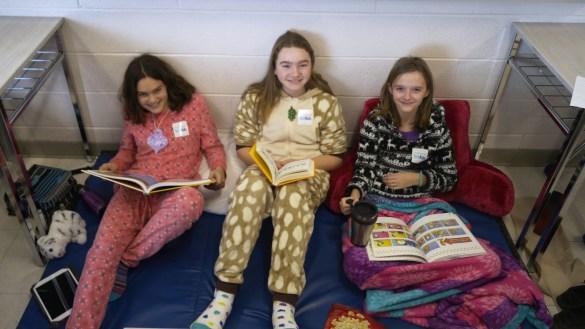 Des participantes au lectur-o-thon de l'an dernier à l'école Saint-Charles-Garnier. Livres, bandes dessinées ou liseuses électroniques: tout est permis.