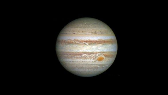 La sonde Juno mesure des micro-ondes radio naturelles émanant des  nuages de la tache rouge de Jupiter. (Photo: NASA)