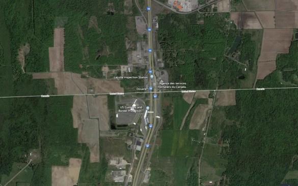 Vue Google Earth de la frontière canado-américaine à Saint-Bernard-de-Lacolle.