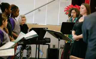 Chant, piano, saxophone, djembé.