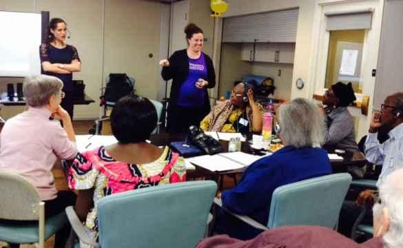 Activité pour les aînés aux Centres d'Accueil Héritage.