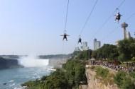 Voler en tyrolienne au-dessus des chutes