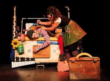 25 novembre 2018: Ma quinquaillerie musicale prête pour Noël, spectacle pour jeune public de la fabricoleuse et chanteuse Ariane DesLions.