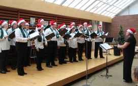 La chorale Les enchanteurs, de la région de York, au Salon du livre samedi matin.