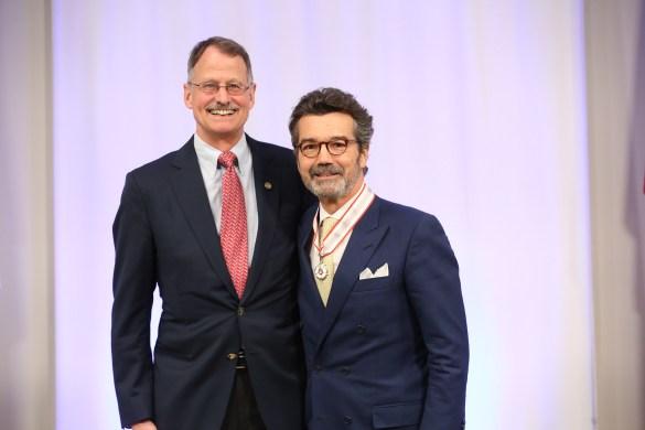 L'ancien conseiller du Barreau de l'Ontario Christopher Bredt et le lauréat Guy Pratte