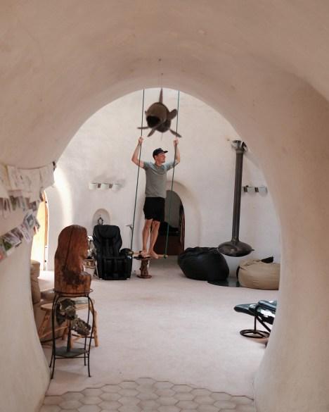 Julien Roussin-Côté dans la maison sous la terre