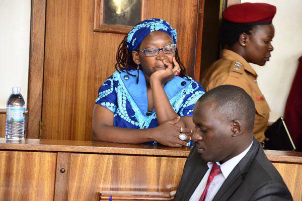 1-Ouganda une universitaire reconnue coupable pour avoir insulté le président Yoweri Museveni, sa femme et sa mère sur les réseaux sociaux