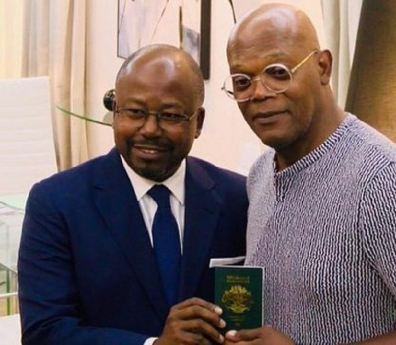 2Ali Bongo s'affiche avec l'acteur afro-américain Samuel Jackson et lui décerne un passeport Gabonais