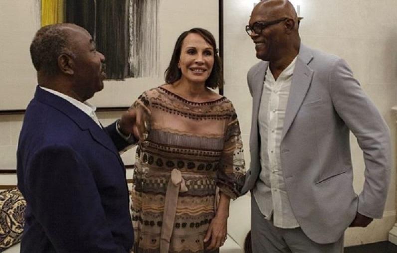 Ali Bongo s'affiche avec l'acteur afro-américain Samuel Jackson et lui décerne un passeport Gabonais