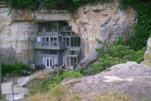 Cave house - 1101 N 11th St, Festus, MO