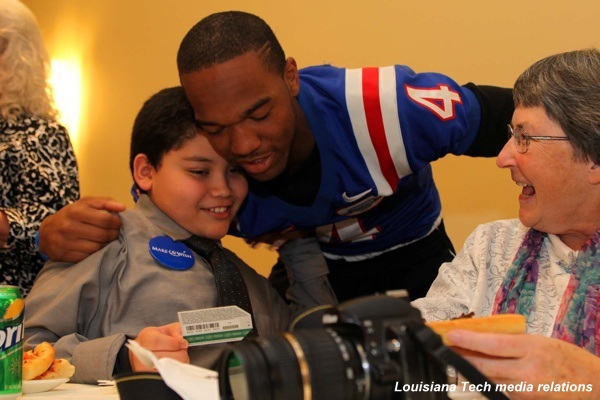 'Tis the season: Two Louisiana Tech players donate bowl gifts to charity