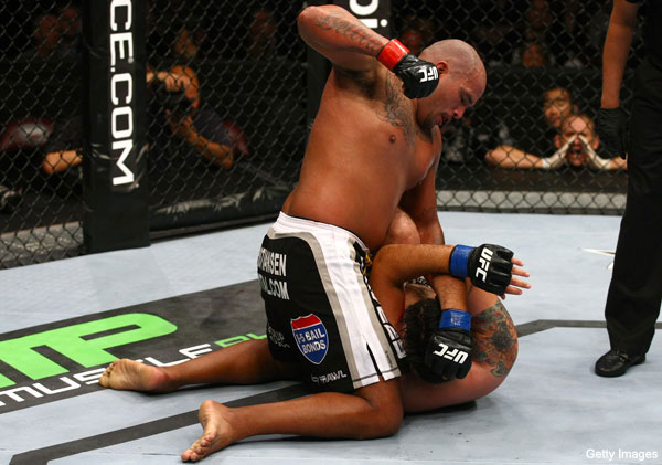 UFC 131 openers: Beltran wins brawl over Rosa, Elkins takes shaky decision from Omigawa
