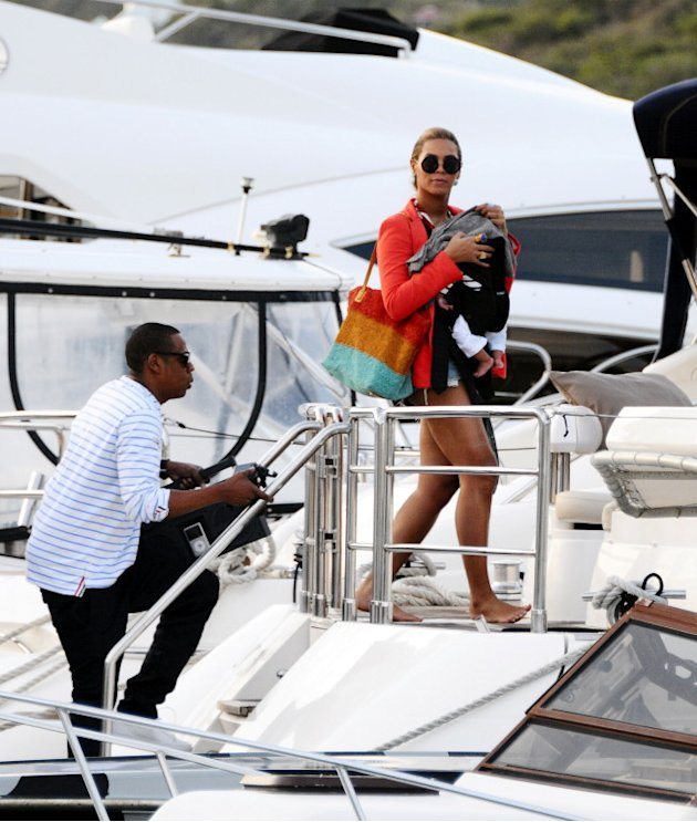 USA-AUS ONLY Beyonce Knowles and Jay-Z leaving Saint Barts