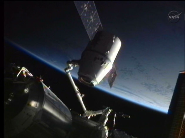 The SpaceX Dragon commercial cargo craft is seen attached to the International Space Station's Canadarm2 robotic arm as it is unberthed in preparation for its return to earth in this image from NASA TV May 31, 2012.    REUTERS/NASA TV (SCIENCE TECHNOLOGY) FOR EDITORIAL USE ONLY. NOT FOR SALE FOR MARKETING OR ADVERTISING CAMPAIGNS. THIS IMAGE HAS BEEN SUPPLIED BY A THIRD PARTY. IT IS DISTRIBUTED, EXACTLY AS RECEIVED BY REUTERS, AS A SERVICE TO CLIENTS