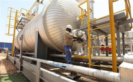 An oil worker turns a spigot at an oil processing facility in Palouge oil field in Upper Nile state February 21, 2012. REUTERS/Hereward Holland