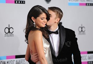 Selena Gomez (L) and Justin Bieber arrive at the 2011 American Music Awards