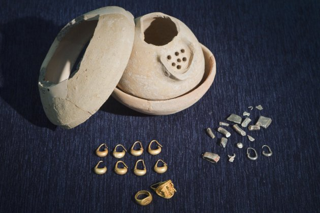 In this photo taken Wednesday, May 23, 2012 ancient jewelry discovered by Israeli archaeologists is displayed at the Tel Aviv University, Israel. Israeli archaeologists have unearthed a stash of rare