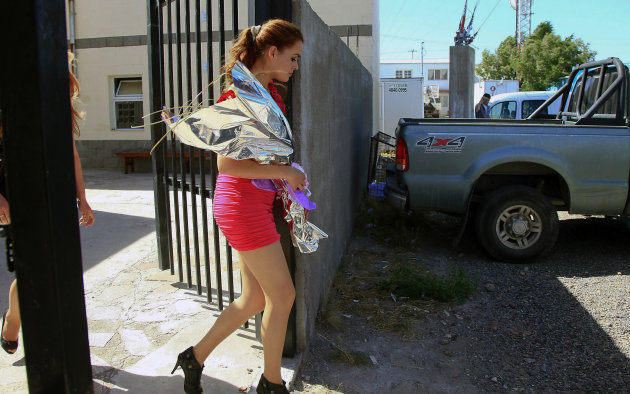 Edith Casas leaves the courthouse after getting married to the man convicted of killing her twin sister in Pico Truncado, Argentina, Thursday, Feb. 14, 2013. Casas says her now husband Victor Cingolani is innocent of killing her twin sister Johana two years ago, despite his conviction. (AP Photo/OPI Santa Cruz)