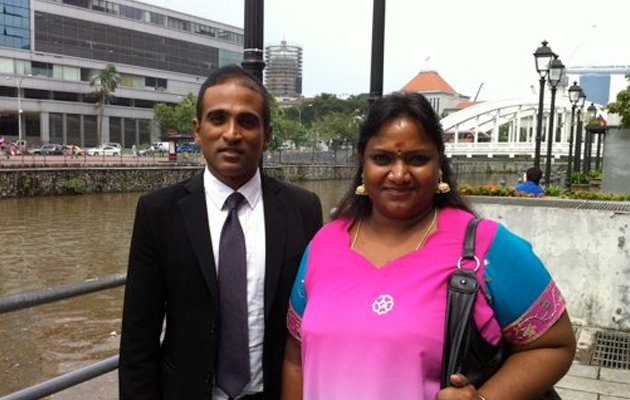 Hougang resident Vellama Marie Muthu rescinds her offer to withdraw her application from the Court. (Yahoo! photo/Andrew Loh)