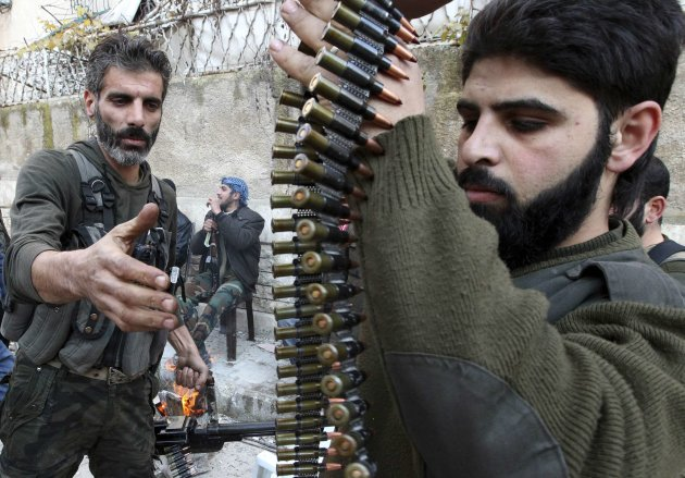 Free Syrian Army fighters prepare their weapons in Aleppo's Izaa district December 30, 2012. REUTERS/Muzaffar Salman (SYRIA - Tags: CONFLICT)