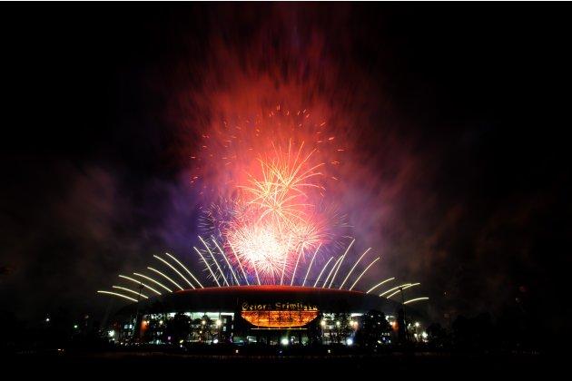 Pesta Kembang Api, terlihat dari luar komplek Stadion Jakabaring