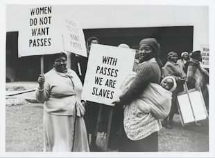 Women protest pass laws on August 9, 1956 - Photographer unknown