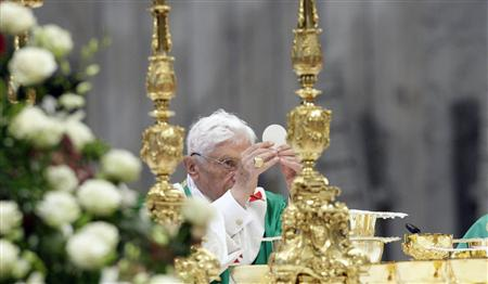 Pope Benedict XVI celebrates mass at the end of the Synod of Bishops at the Vatican, October 28, 2012. REUTERS/Remo Casilli