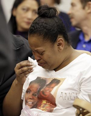 Nailah Winkfield, mother of Jahi McMath, cries before …