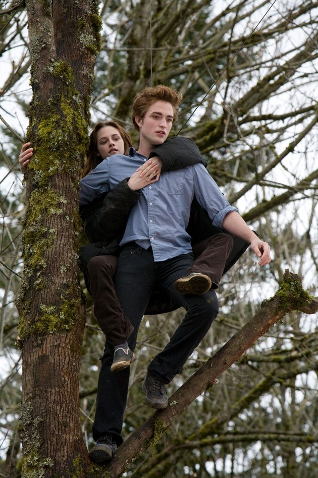 Twilight Sexiest Moments: Edward shows off his skills, Bella wraps her legs around him. Young vampire love!