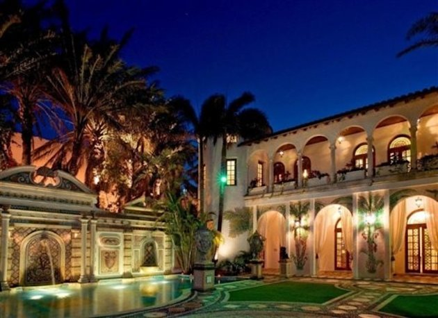 "See many more jaw-dropping photos of <a target=""_blank"" href=""http://yhoo.it/X4De99"">Miami Beach's Casa Casuarina</a> in the Yahoo! Homes property listing."