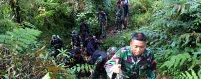 Evakuasi korban Sukhoi (Foto: Antara/Dhoni Setiawan)