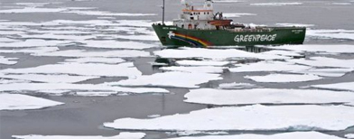 Kapal Greenpeace di Samudera Arktik (Foto: AFP)