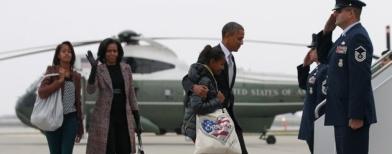 Obama dan keluarga kembali ke Washington DC (Foto: Reuters/Jason Reed)