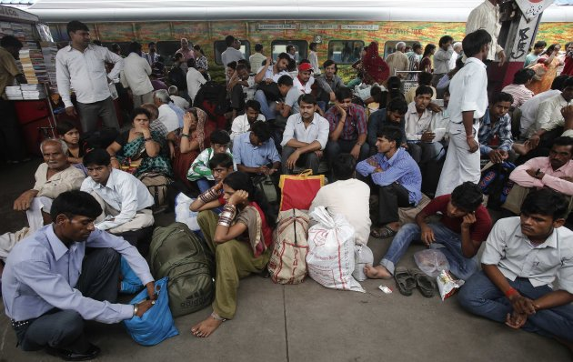 Passengers sit on a platform for their train to arrive as they wait for electricity to be restored at a railway station in New Delhi July 31, 2012. Grid failure hit India for a second day on Tuesday, cutting power to hundreds of millions of people in the populous northern and eastern states including the capital Delhi and major cities such as Kolkata. REUTERS/Adnan Abidi (INDIA - Tags: ENERGY SOCIETY TRANSPORT TPX IMAGES OF THE DAY)