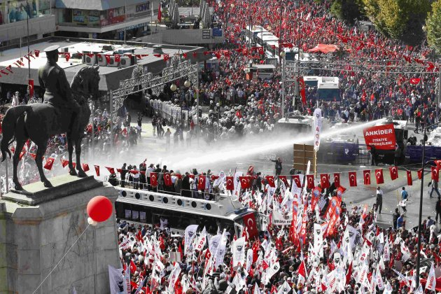 Police use water cannons to disperse demonstrators in central Ankara