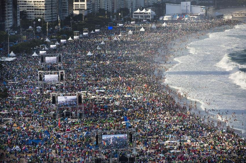 Pilgrims and residents gather on Copacabana beach before the arrival of Pope Francis for World Youth Day in Rio de Janeiro, Brazil, Saturday, July 27, 2013. Francis will preside over an evening vigil service on Copacabana beach that is expected to draw more than 1 million young people. (AP Photo/Felipe Dana)