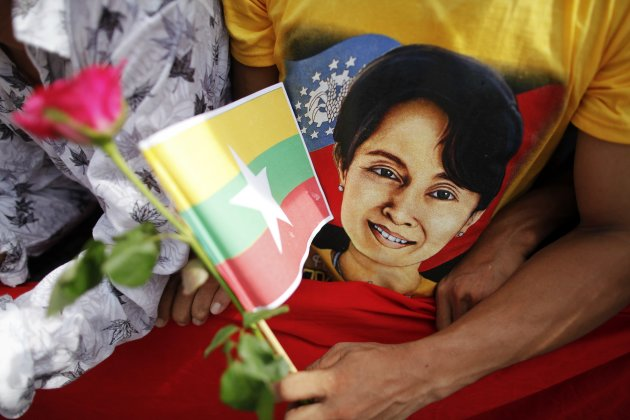 A migrant worker from Myanmar waits for pro-democracy leader Aung San Suu Kyi to address them in Samut Sakhon province