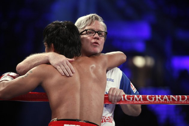 Pacquiao of Philippines hugs …