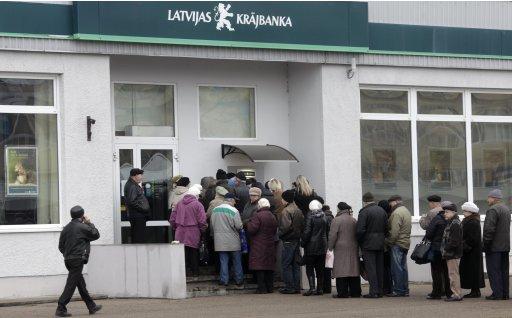 2011-11-23T110835Z_227474724_GM1E7BN1GA201_RTRMADP_3_LATVIA-BANK.JPG