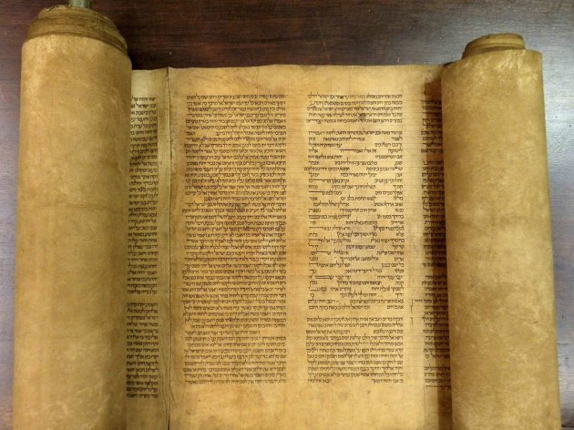 A scroll identified by Italian professor Mauro Perani as the world's oldest complete scroll of the Torah is seen in Bologna, central Italy, in this handout picture released to Reuters by Mauro Perani on May 29, 2013. Perani, professor of Hebrew at the University of Bologna, said on Wednesday he has identified the world's oldest complete scroll of the Torah containing the full text of the first five books of scripture. He said experts and carbon dating tests done in Italy and United States put the scroll as having been written between 1155 and 1255. REUTERS/Mauro Perani/Handout via Reuters (ITALY - Tags: RELIGION EDUCATION SOCIETY TPX IMAGES OF THE DAY)<br /> ATTENTION EDITORS - THIS IMAGE WAS PROVIDED BY A THIRD PARTY. FOR EDITORIAL USE ONLY. NOT FOR SALE FOR MARKETING OR ADVERTISING CAMPAIGNS. THIS PICTURE IS DISTRIBUTED EXACTLY AS RECEIVED BY REUTERS, AS A SERVICE TO CLIENTS. NO SALES. NO ARCHIVES
