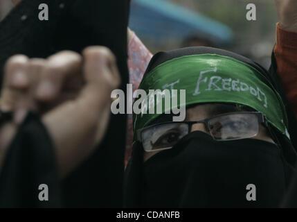 kashmiri muslim women protesters chant anti-India slogans ...