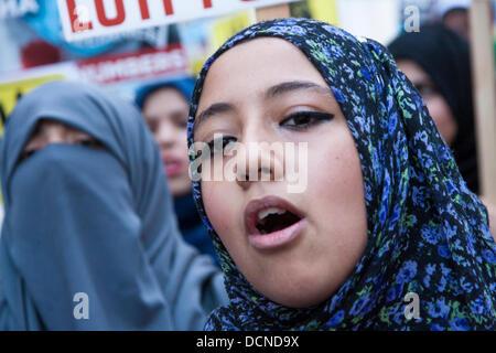 London, 20-08-2013. Muslim women chant anti-Sisi slogans ...