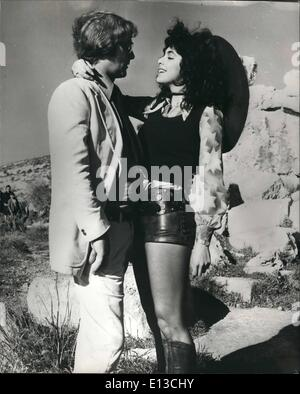 MICHAEL CAINE NADIA CASSINI PULP 1972 Stock Photo
