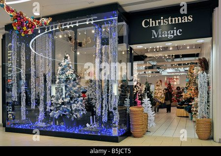 Christbaumschmuck im shop Stockfoto, Bild: 48880920 - Alamy