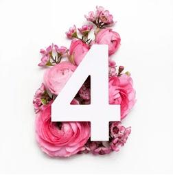 chiffre 4 sur un bouquet de pivoines de couleur rose
