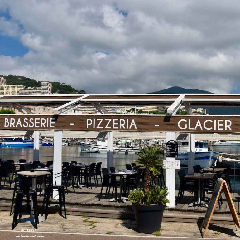 brasserie pizzeria glacier la terrasse du port la corse autrement. Black Bedroom Furniture Sets. Home Design Ideas