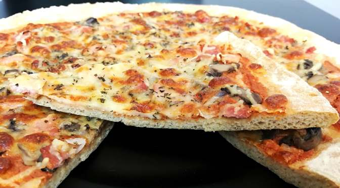 Pizza royale faible en glucides et riche en fibres